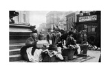 Flower Sellers at Piccadilly Circus, London, 1901 Giclee Print