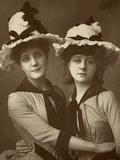 Two Roses'; Maude Millett and Annie Hughes, British Actresses, 1888 Reproduction photographique par W&d Downey