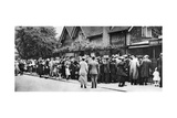 A Queue for the Zoo on a National Holiday, London, 1926-1927 Giclee Print
