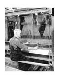 Weaving Irish Linen, Lurgan, Armagh, 1936 Impression giclée