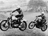 Two Motorcyclists Taking Part in Motocross at Brands Hatch, Kent Papier Photo