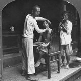 A Chinese Barber at Bhamo, Burma, 1908 Reproduction photographique