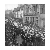 Sailors Pulling the Gun Carriage Carrying the Coffin of Queen Victoria, Windsor, Berkshire, 1901 Giclee Print