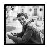 Jean-Paul Belmondo, Posing Near the Seine, Paris Papier Photo par Marcel Begoin