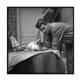 Jacques Brel Cuddling His Cat, September 1959 Papier Photo par Marcel Begoin