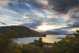 Eilean Donan Castle, Nr Dornie, Loch Alsh, Wester Ross, Western Highlands, Scotland, UK Fotografie-Druck von Peter Adams