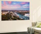 View over Victoria Park Towards Rainbow Bridge and the American Falls, Niagara Falls Fototapete von Jane Sweeney
