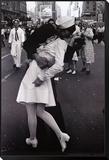 Küssen am Gedenktag für den Sieg über Japan|Kissing on VJ Day Framed Print Mount