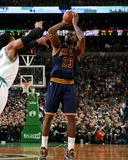 Cleveland Cavaliers v Boston Celtics - Game Four Photo af Brian Babineau