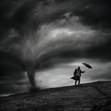 Man in the Wind Photographie par Radovan Skohel