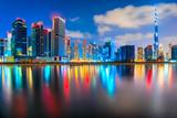 Dubai Skyline at Dusk, Dubai. Lámina fotográfica por  MasterLu