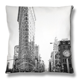 Flatiron Building - Taxi Cabs Yellow - Manhattan - New York City - United States Throw Pillow by Philippe Hugonnard