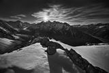 Moonlight Over Alpine Glaciers Fotografisk tryk af Yan Zhang