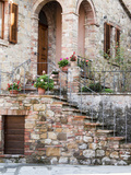 Italy, Tuscany, Monticchiello. House on a Lane in a Medieval Village Fotografisk tryk af Julie Eggers