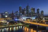 Australia, Victoria, Melbourne, Skyline with River and Bridge at Dusk Fotografisk tryk af Walter Bibikow