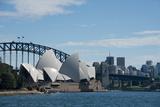 Australia, Sydney. Landmark Sydney Opera House and Harbour Bridge Fotografisk tryk af Cindy Miller Hopkins