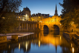 Pulteney Bridge over River Avon, Bath, Somerset, England Fotografiskt tryck av Brian Jannsen