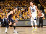 2015 NBA Finals - Game One Fotografiskt tryck av Noah Graham