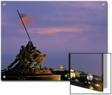 Iwo Jima Monument and Skyline of D.C. at Night, Washington, D.C. Stampe di Kenneth Garrett