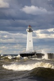 Sodus Outer Lighthouse on Stormy Lake Ontario; Sodus Point, New York, USA Fotografisk tryk af  Design Pics Inc