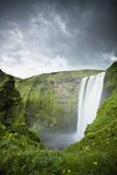 A Waterfall over a Grassy Cliff; Skogarfoss Iceland Papier Photo par  Design Pics Inc