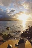 Hawaii, Kauai, Hanalei Bay, Dramatic Sunset over Ocean from Beach Reproduction photographique par  Design Pics Inc