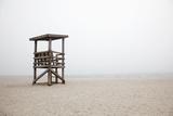 New England, Massachusetts, Cape Cod, Abandoned Lifeguard Station on Beach Papier Photo par  Design Pics Inc