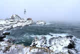 Maine's Portland Head Light Is Festively Decorated on a Cold and Foggy Winter's Day Fotografisk tryk af Robbie George