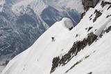 A Skiier Descends from the Summit of Pyramid Peak in Colorado Papier Photo par Pete McBride
