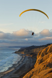 California, La Jolla, Paraglider Flying over Ocean Cliffs at Sunset. Editorial Use Only Papier Photo par  Design Pics Inc