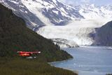 Dehavilland Beaver Floatplane Flying Towards Barry Glacier Harriman Fjord Chugach Nf and Mtns Pws Reproduction photographique par  Design Pics Inc