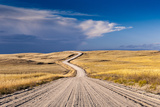 A Deserted Gravel Road Winding Through Rural Land Fotografie-Druck von Jim Reed