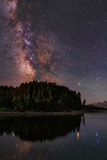 The Milky Way Appears in Constellation Scorpius and Sagittarius over the The Jackson Lake Dam Fotografisk tryk af Babak Tafreshi