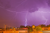Multiple Lightning Bolts During an Intense Lightning Storm Fotografisk tryk af Mike Theiss
