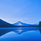 Oregon, United States of America; Mt. Hood Reflected into Trillium Lake Reproduction photographique par  Design Pics Inc