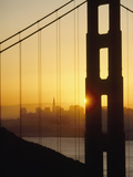 Sunrise Behind the Golden Gate Bridge with San Francisco Behind Reproduction photographique par  Design Pics Inc