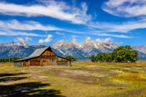 Scenic View of Grand Teton with Old Wooden Farm Fotografisk tryk af  MartinM303