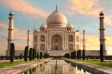 The Magnificent Taj Mahal at A Glorious Sunrise Papier Photo par  Smileus