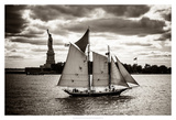 The Clipper & the Liberty Reproduction procédé giclée par John Brooknam
