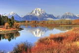 Grand Teton Ranges Backdrop to Fall Colors along Snake River, Gr Lámina fotográfica por  hotshotsworldwide
