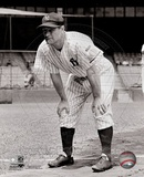 Lou Gehrig posed with his hands on knees. Photo