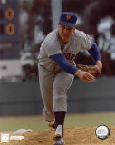 Tom Seaver - Close up pitch Photo