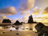 Sea Stacks Off Second Beach Photographie par Ron Watts