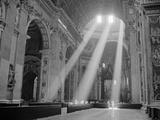 Sunbeams Inside St. Peter's Basilica Fotografisk tryk af Owen Franken