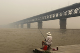 A Resident Fishes on the Bank of the Yangtze River Papier Photo par Darley Shen