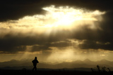 A Jogger Runs at the Foothills of the Canadian Rocky Mountains Near Calgary Reproduction photographique par Mike Blake
