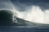A Surfer Rides a Large Wave During High Surf Advisory Conditions Papier Photo par Anthony Bolante