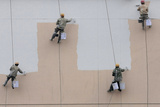 Workers Paint the Exterior of an Unfinished Supermarket Building in Nanjing Reproduction photographique par Sean Yong