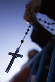 A Cross Is Seen During a Catholic Mass in Favour of the Traditional Family Unit in Central Madrid Fotografisk tryk af Juan Medina