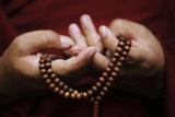Prayer Beads are Seen as a Tibetan Monk Chants Prayers During Tibetan New Year Celebrations Reproduction photographique par Navesh Chitrakar